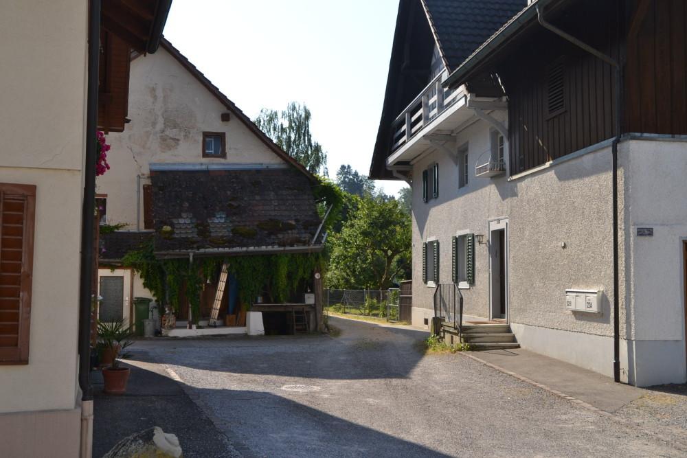 Dorfstrasse 24 Zufahrt